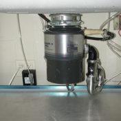 Installation d'un broyeur d'évier