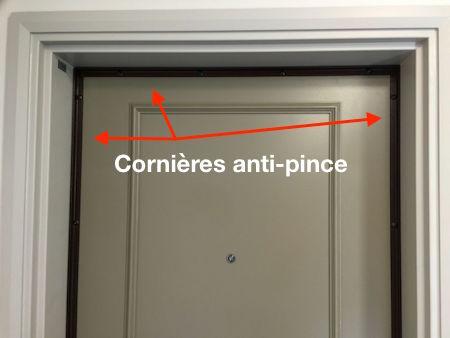 Renforcer sa porte en posant des cornières anti-pinces
