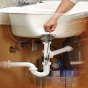 Méthodes de débouchage d'un évier très bouché