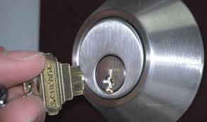 Ouverture de porte clé cassée dans la serrure